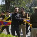 十一名流亡藏人在新德里中共使馆前抗议遭捕