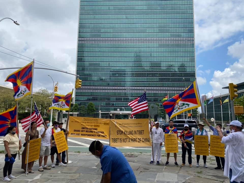 纽约流亡藏人展开和平抗议,呼吁联合国承认西藏是独立国家