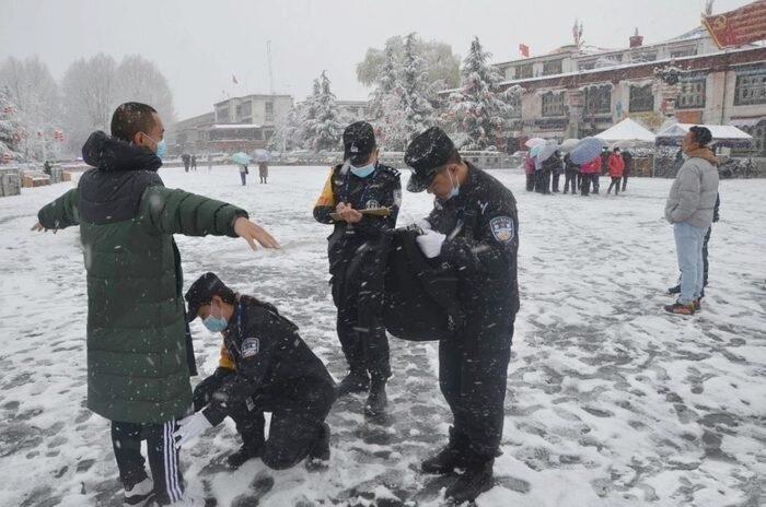 西藏境内藏人在310抗暴日后仍遭中共严格限制