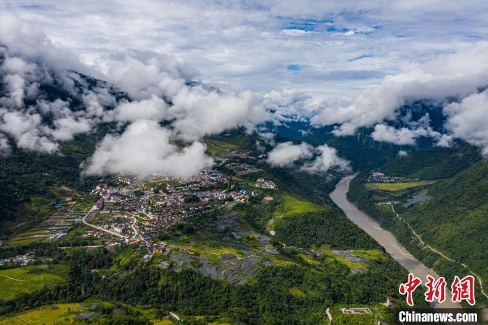 """中共要求进出西藏林芝墨脱地区的人员需持"""" 边境通行证"""""""