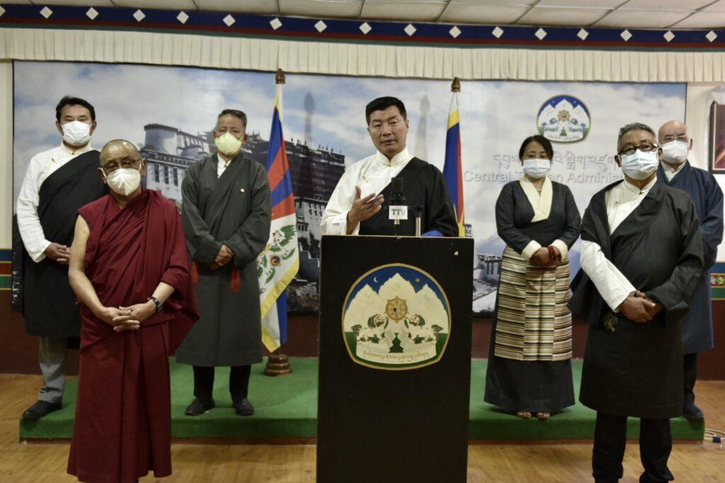 藏人司政洛桑森格任期结束发表告别演讲