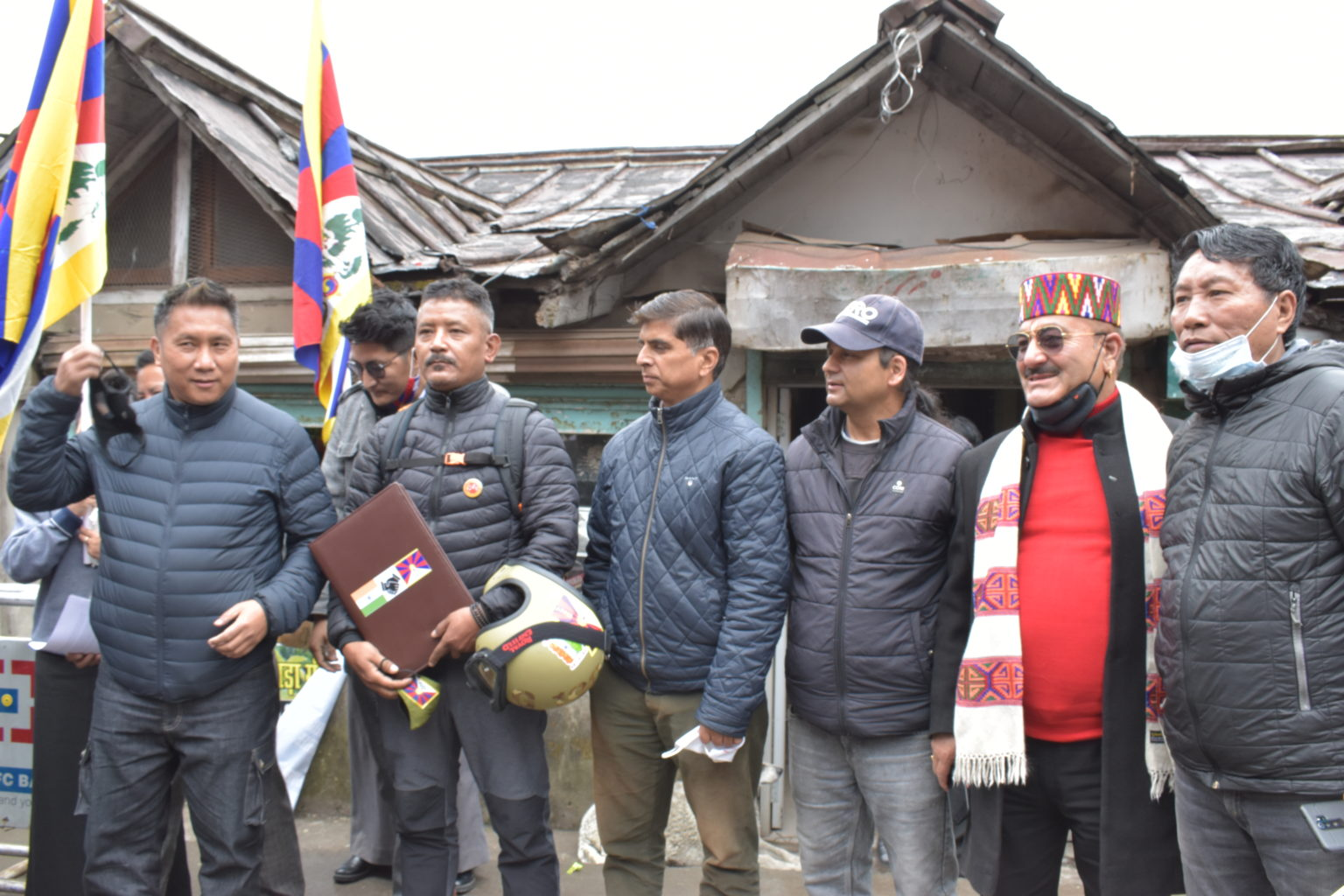 由于受武汉疫情影响,藏人摩托车巡游活动将暂时停止两个月
