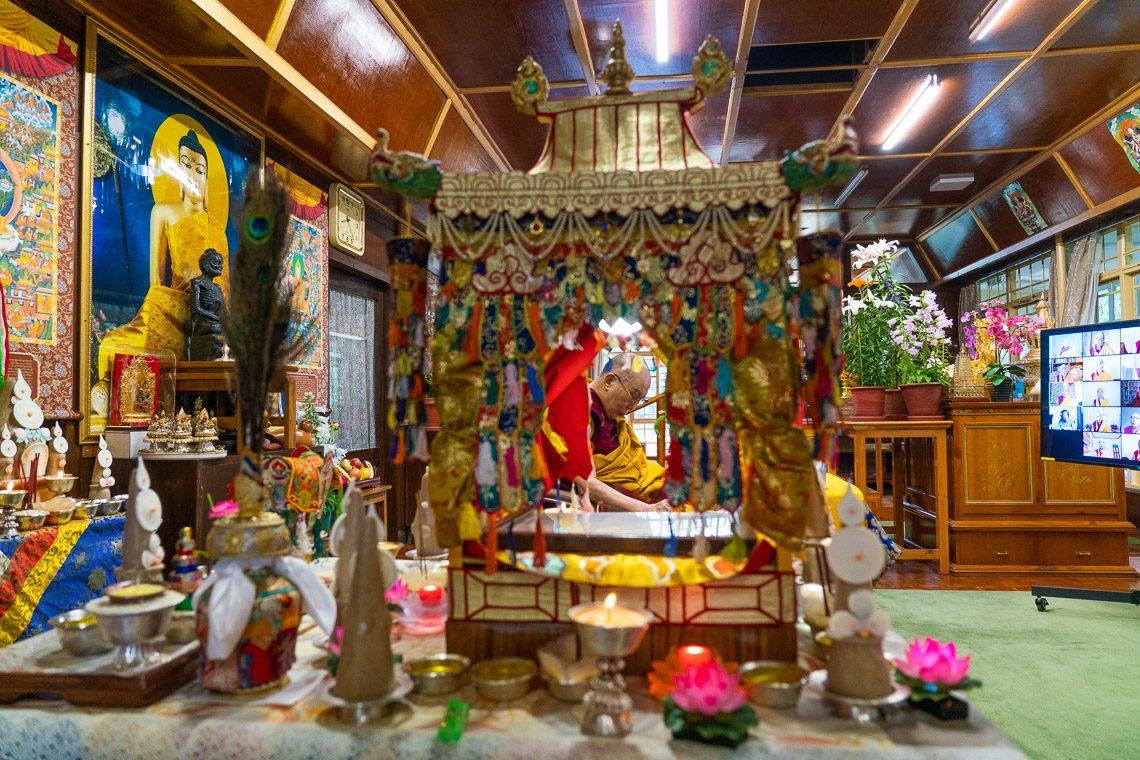 """节目重温:堪布泽仁扎西介绍藏历四月""""萨嘎达瓦""""的意义"""