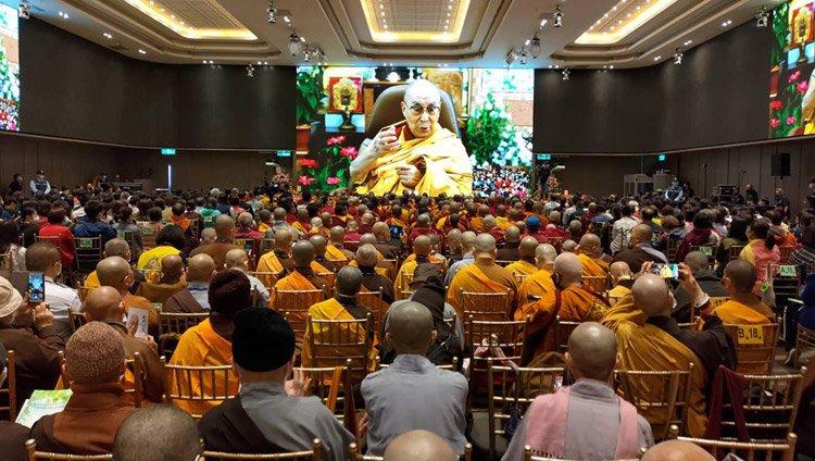达赖喇嘛尊者向台湾信众讲授《心经》