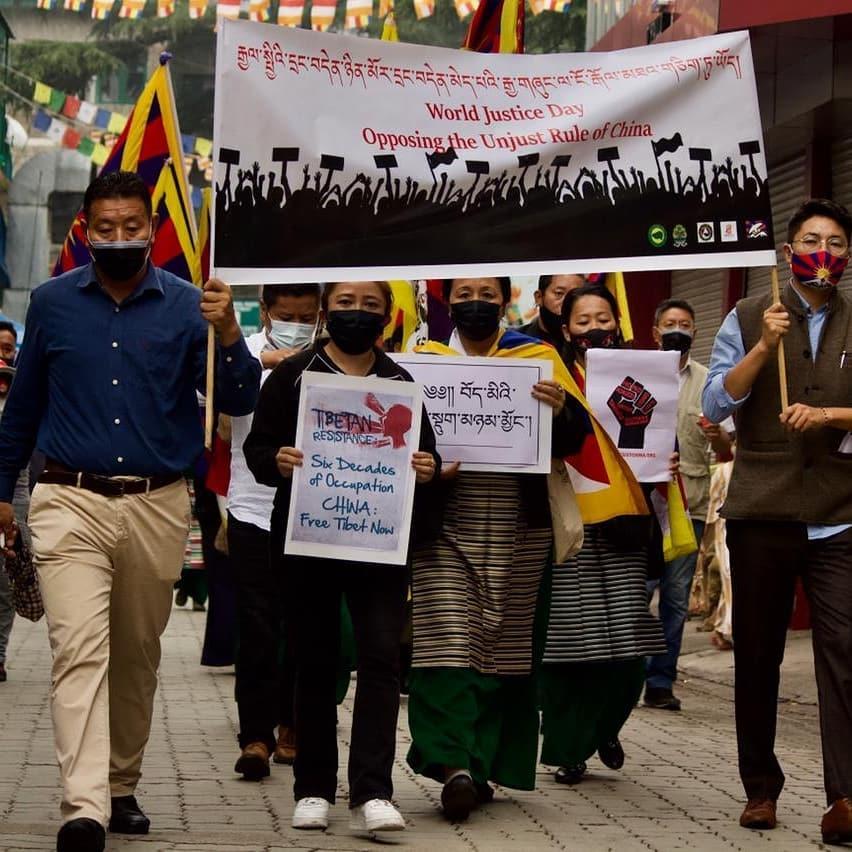 流亡藏人团体于国际正义日烛光游行抗议中共暴政