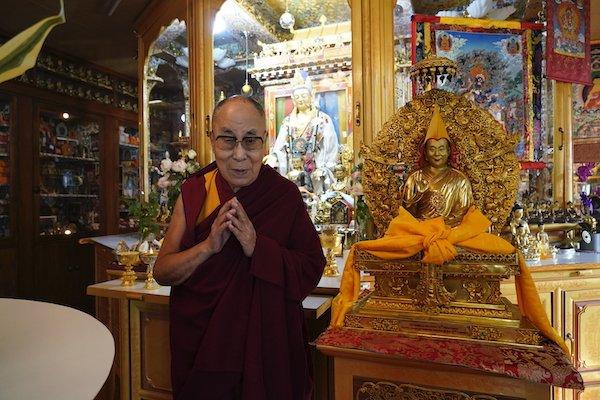 瑞士与列支敦士登藏人社区赠送雕像感恩达赖喇嘛尊者