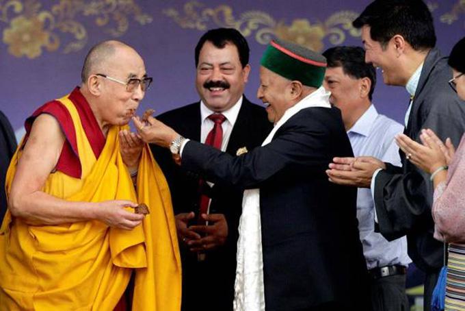 达赖喇嘛对前喜邦首席部长维尔巴德拉•辛格的逝世表达哀悼