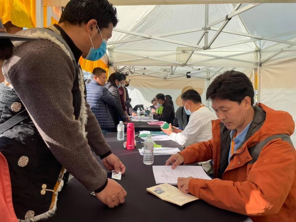 比利时藏人协会举办活动为当地藏人办理西藏绿皮书