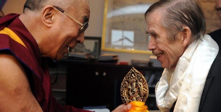 """第25届""""2000论坛""""达赖喇嘛敦促延续哈维尔精神遗产"""